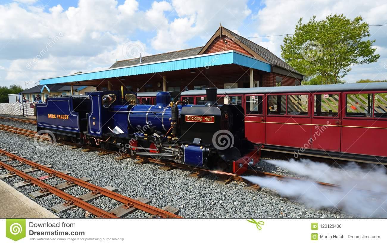 blickling-hall-narrow-gauge-steam-train-wroxham-station-bure-valley-railway-norfolk-wroxham-norfolk-england-may-120123406